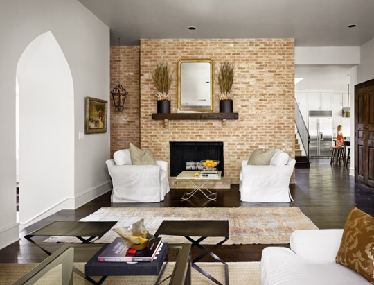 Exposed brick walls 29 examples for Living room ideas exposed brick
