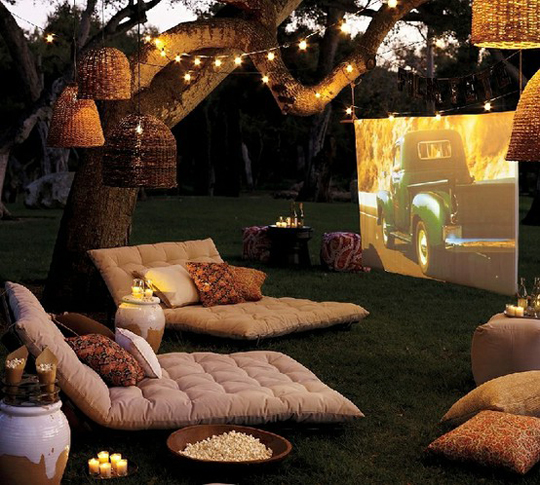 outdoor movie projector screen