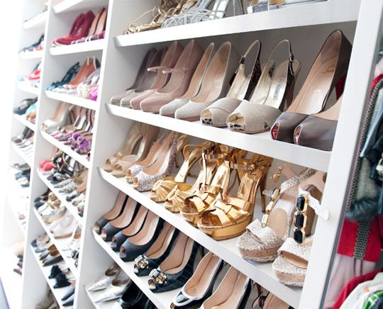 Closet organization inspiration meghan carter for Walk in shoe closet